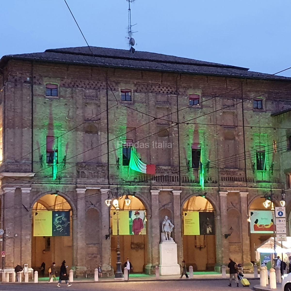 Palazzo-Comunale-di-Parma-illuminato-di-verde-9-ottobre-2020